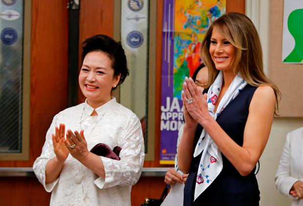 U.S. first lady Melania Trump and China's first lady Peng Liyuan applaud after students performed for them at Bak Middle School of the Arts in West Palm Beach, Florida, U.S., April 7, 2017. REUTERS/Joe Skipper