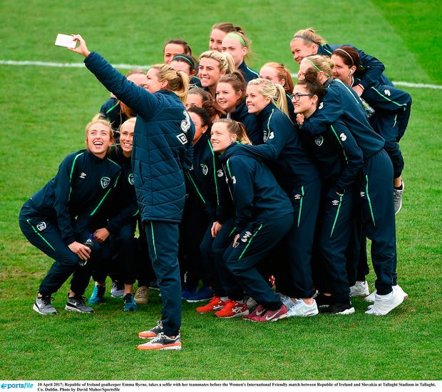 Emma Byrne takes a selfie with her team-mates