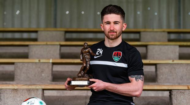 Cork City striker Sean Maguire with the SSE Airtricity/SWAI Player of the Month Award for March. Photo: Eóin Noonan/Sportsfile