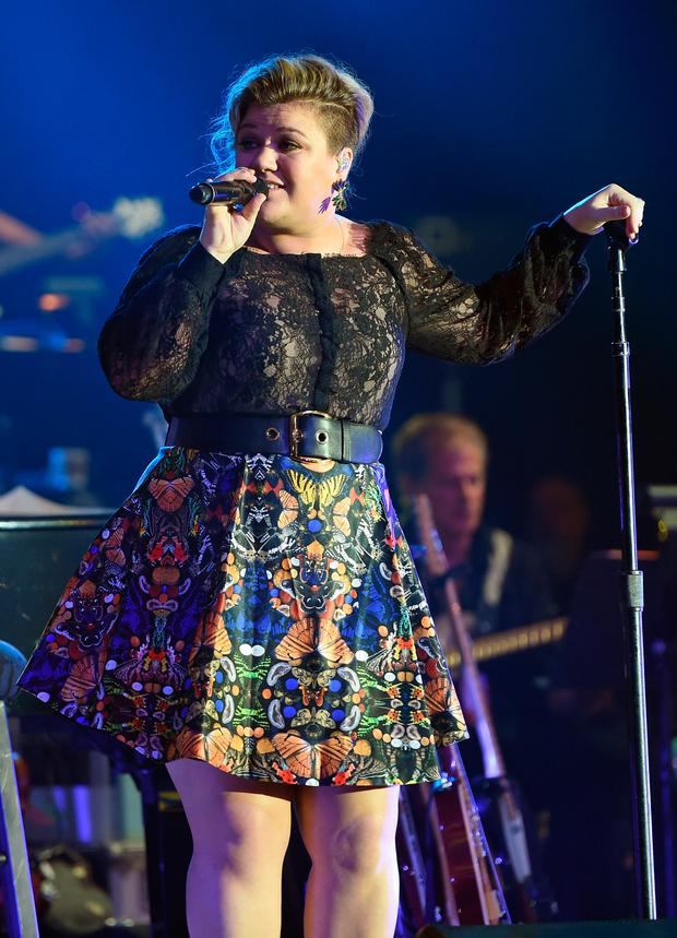 Singer/songwriter Kelly Clarkson performs during Muhammad Ali's Celebrity Fight Night XXI at the JW Marriott Phoenix Desert Ridge Resort & Spa on March 28, 2015 in Phoenix, Arizona. (Photo by Ethan Miller/Getty Images for Celebrity Fight Night)