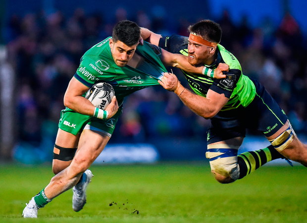 Tiernan O'Halloran of Connacht is tackled by Dominic Ryan of Leinster. Photo by Seb Daly/Sportsfile