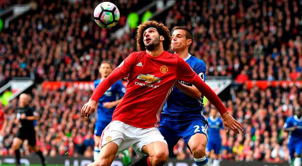 Manchester United's Marouane Fellaini battles it out for possession with Chelsea's Cesar Azpilicueta. Photo: Shaun Botterill/Getty Images