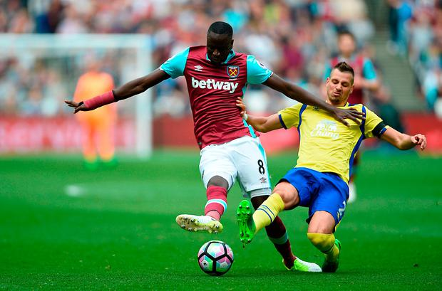 West Ham United's Cheikhou Kouyate (left) and Everton's Morgan Schneiderlin battle for the ball. Photo: PA