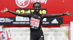 Kenya's Mary Keitany celebrates after winning the women's elite race at the London marathon on April 23, 2017 in London. Kenya's Mary Keitany won a third London Marathon today posting an unofficial time of 2hrs 17min 01sec -- the fastest time in a women-only marathon. / AFP PHOTO / Adrian DENNIS