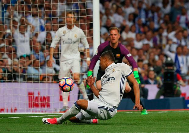 Casemiro taps in Real Madrid's first goal of the game. Photo: Reuters