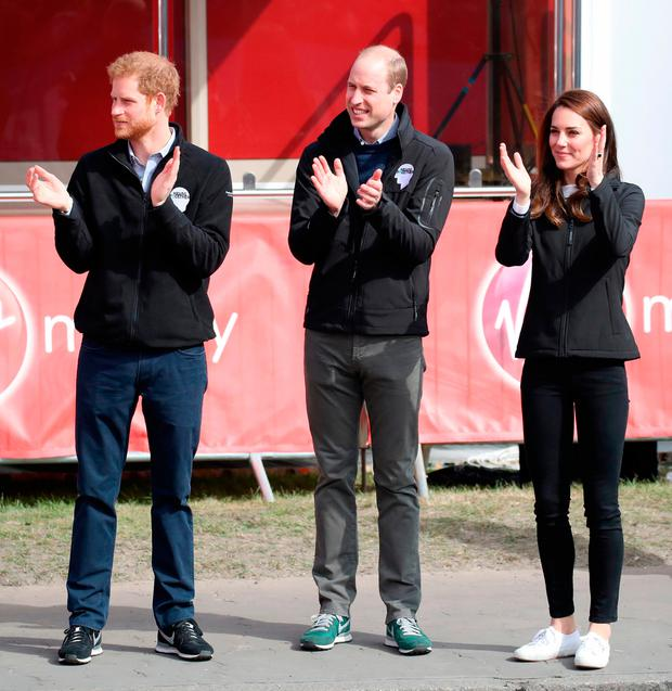 Prince Harry, Prince William, Duke of Cambridge and Catherine, Duchess of Cambridge cheer on runners after they signaled the start of the 2017 Virgin Money London Marathon on April 23, 2017 in London, England. (Photo by Chris Jackson/Getty Images)