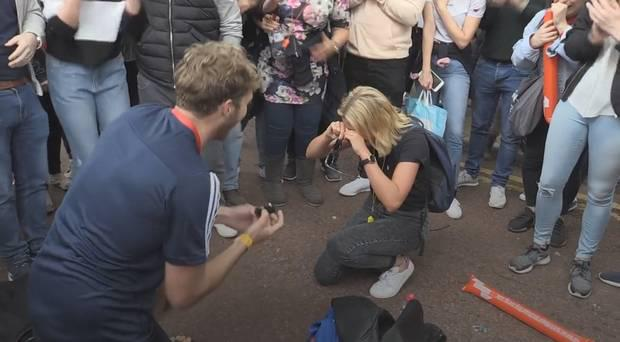 London Marathon competitor Liam Jolliff proposes to his girlfriend Sarah Binns after he completed the race.