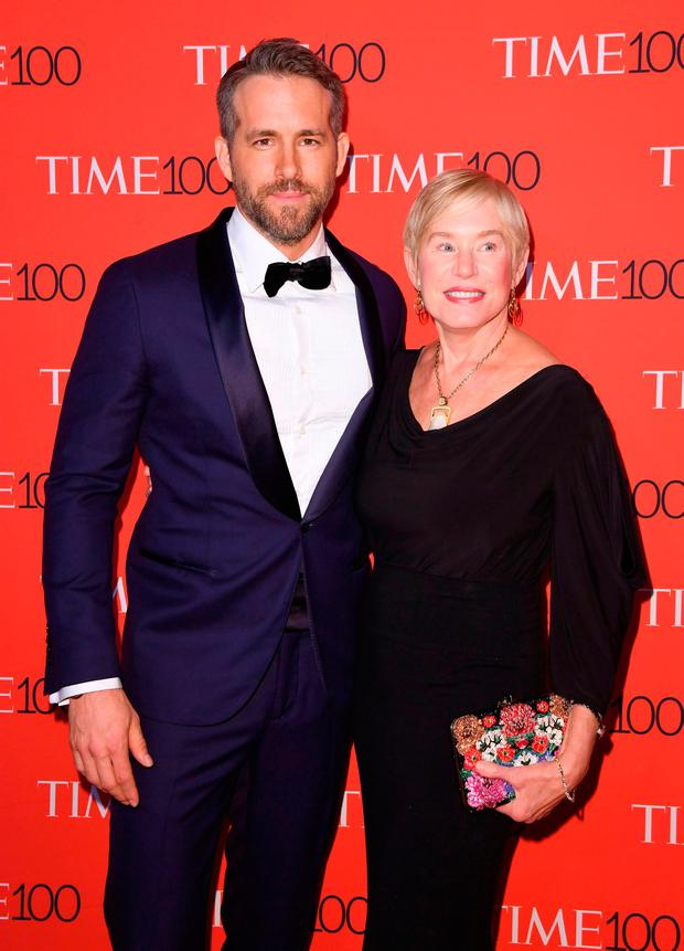Actor Ryan Reynolds (L) and Tammy Reynolds attend the 2017 Time 100 Gala at Jazz at Lincoln Center on April 25, 2017 in New York City. / AFP PHOTO / ANGELA WEISSANGELA WEISS/AFP/Getty Images