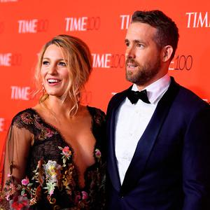 Blake Lively and Ryan Reynolds attend the 2017 Time 100 Gala at Jazz at Lincoln Center on April 25, 2017 in New York City. / AFP PHOTO / ANGELA WEISSANGELA WEISS/AFP/Getty Images
