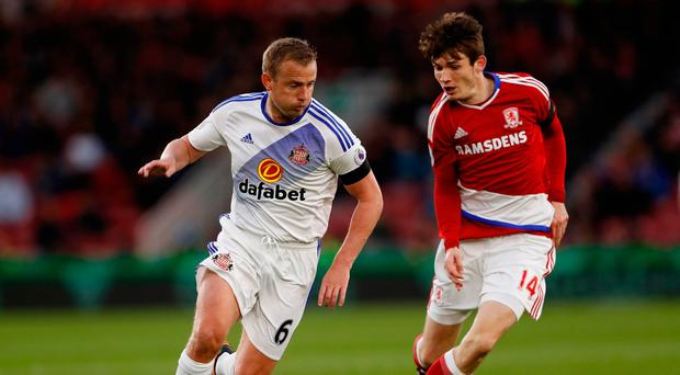Sunderland's Lee Cattermole in action with Middlesbrough's Marten de Roon. Photo: Lee Smith/Action Images via Reuters