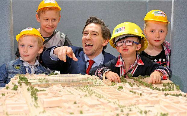 From left, Daryl Kennedy Kiely (6) ,Devin Kennedy Kiely (13), Anthony Iannucci (10) and Ella Kennedy Kiely (9) join forces with Health Minister Simon Harris to launch the new national children's hospital. Photo: Julien Behal