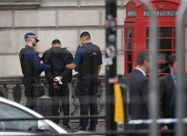 Man arrested with weapon near British Parliament