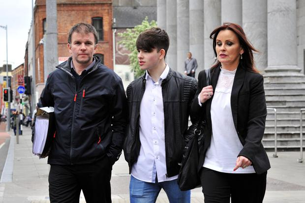 Sean Cooke at Cork District Court with his parents Declan and Sharon Cooke. Photo: Daragh Mc Sweeney/Cork Courts Limited