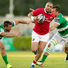 29 April 2017; Simon Zebo of Munster evades Tommaso Benvenuti and Alberto Sgrabi of Treviso during the Guinness PRO12 Round 21 match between Benetton Treviso and Munster at Stadio Monigo in Treviso, Italy. Photo by Roberto Bregani/Sportsfile