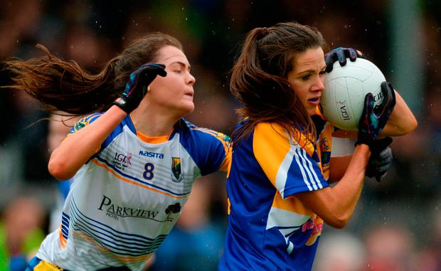 Jacinta Brady of Longford in action against Aoife Gorman of Wicklow. Photo by Piaras Ó Mídheach/Sportsfile