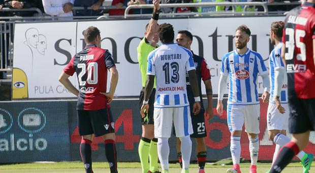 Sulley Muntari of Pescara is booked