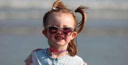 Paige Crummy enjoys the weather at Dollymount Strand in Dublin. Photo: Stephen Collins/Collins Photos