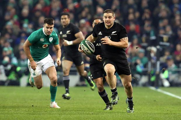 New Zealand's hooker Dane Coles runs with the ball during the rugby union test match between Ireland and New Zealand at the Aviva stadium in Dublin on November 19, 2016. / AFP / Paul FAITH