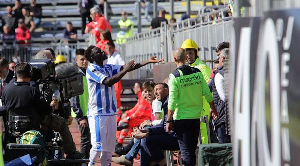 Sulley Muntari of Pescara react with the supporters during the Serie A match between Cagliari Calcio and Pescara Calcio at Stadio Sant'Elia on April 30, 2017 in Cagliari, Italy. (Photo by Enrico Locci/Getty Images)
