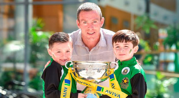 Aviva's FAI Junior Cup Ambassador, Richard Dunne and seven-year-old Sheriff YC supporters Jack Ogle, left, and Rhys Creane. Photo: Sportsfile
