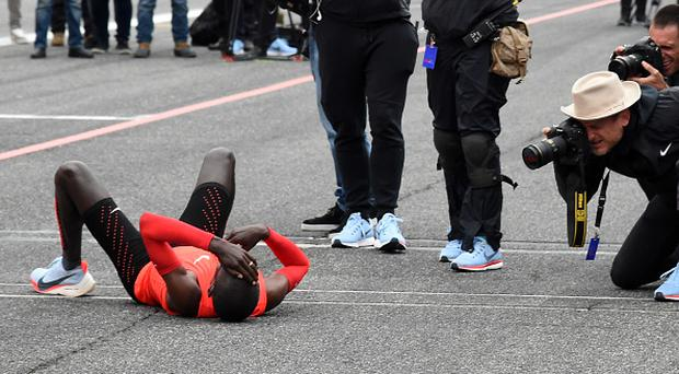 Kenyan marathon runner Kipchoge seconds away from breaking 2-hour barrier