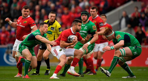 6 May 2017; Conor Murray of Munster is tackled by John Cooney, left, and Sean O'Brien of Connacht during the Guinness PRO12 Round 22 match between Munster and Connacht at Thomond Park, in Limerick. Photo by Brendan Moran/Sportsfile