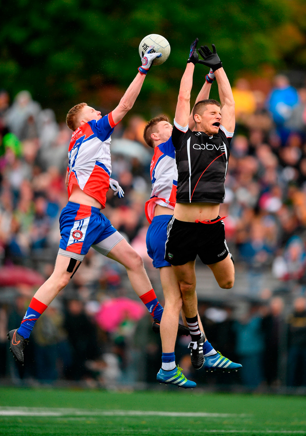 Adrian McIntyre of Sligo in action against Patrick Boyle, left, and Brian Gallagher of New York. Photo by Stephen McCarthy/Sportsfile