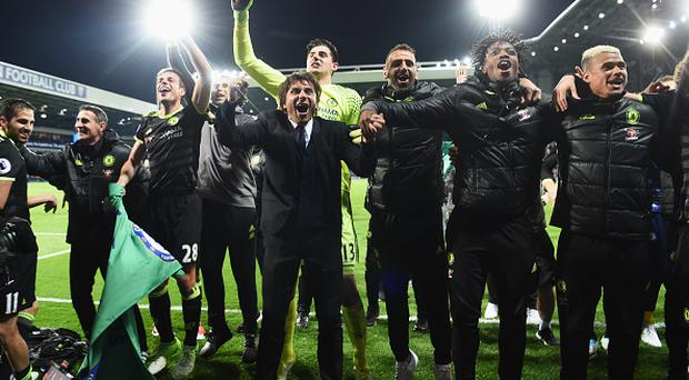WEST BROMWICH, ENGLAND - MAY 12: Antonio Conte, Manager of Chelsea and his Chelsea team celebrate winning the league after the Premier League match between West Bromwich Albion and Chelsea at The Hawthorns on May 12, 2017 in West Bromwich, England. Chelsea are crowned champions after a 1-0 victory against West Bromwich Albion. (Photo by Michael Regan/Getty Images)