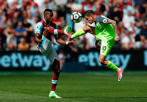 West Ham United's Edimilson Fernandes in action with Liverpool's Philippe Coutinho. Photo: Reuters