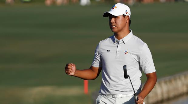 Si Woo Kim of South Korea celebrates on the 18th green after finishing 10 under to win during the final round of THE PLAYERS Championship at the Stadium course at TPC Sawgrass in Ponte Vedra Beach, Florida. (Photo by Sam Greenwood/Getty Images)