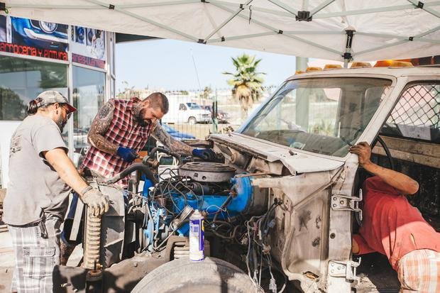 TIJUANA - Shane and Victor working on the cab. (photo credit: National Geographic/Hassan Ghazi)