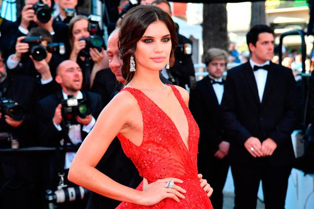 Portuguese model Sara Sampaio poses as she arrives on May 17, 2017 for the screening of the film 'Ismael's Ghosts' (Les Fantomes d'Ismael) during the opening ceremony of the 70th edition of the Cannes Film Festival in Cannes, southern France. / AFP PHOTO / Alberto PIZZOLIALBERTO PIZZOLI/AFP/Getty Images