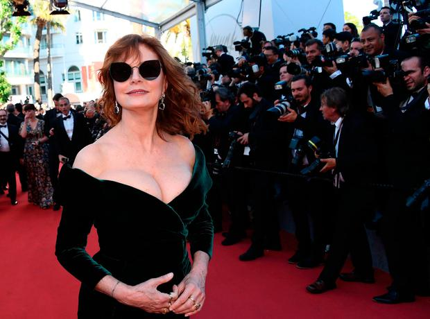 US actress Susan Sarandon poses as she arrives on May 17, 2017 for the screening of the film 'Ismael's Ghosts' (Les Fantomes d'Ismael) during the opening ceremony of the 70th edition of the Cannes Film Festival in Cannes, southern France. / AFP PHOTO / Anne-Christine POUJOULATANNE-CHRISTINE POUJOULAT/AFP/Getty Images