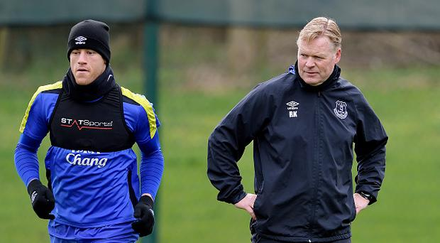 HALEWOOD, ENGLAND - MARCH 16: (EXCLUSIVE COVERAGE) Ross Barkley and Ronald Koeman during the Everton FC training session at USM Finch Farm on March 16, 2017 in Halewood, England. (Photo by Tony McArdle/Everton FC via Getty Images)