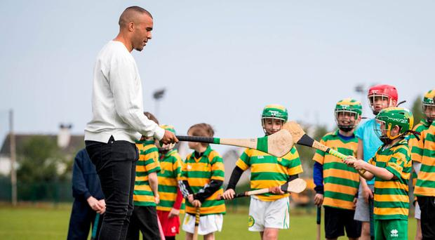 Better known for his rugby feats for both Munster and Ireland, Simon Zebo – a Bord Gáis Energy ambassador – was a talented hurler and played with Blackrock in Cork from a young age, like some of the young hurlers he met on a recent visit to the club. He is very proud of his GAA roots and of the fact he is #HurlingToTheCore. Photo: Ryan Byrne/INPHO