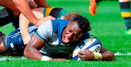 Niyi Adeolokun scores a try for Connacht. Photo: Sportsfile