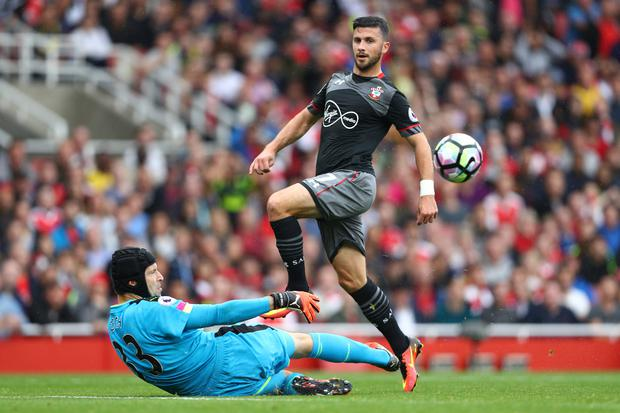 Shane Long attempts to lob Petr Cech. Photo: Getty Images