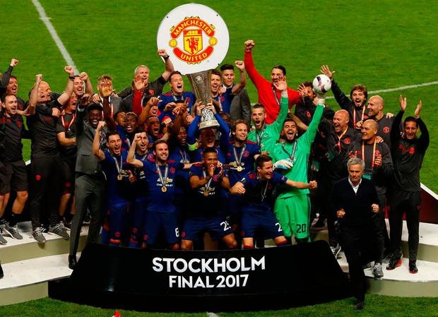 Manchester United's Wayne Rooney lifts the trophy