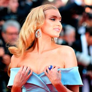 Swedish model Elsa Hosk poses as she arrives on May 24, 2017 for the screening of the film 'The Beguiled' at the 70th edition of the Cannes Film Festival in Cannes, southern France. / AFP PHOTO / Alberto PIZZOLIALBERTO PIZZOLI/AFP/Getty Images
