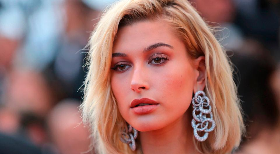 US model and actress Hailey Baldwin poses as she arrives on May 24, 2017 for the screening of the film 'The Beguiled' at the 70th edition of the Cannes Film Festival in Cannes, southern France. / AFP PHOTO / Valery HACHEVALERY HACHE/AFP/Getty Images