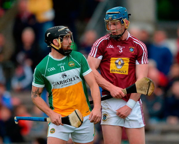 Shane Dooley of Offaly and Tommy Doyle of Westmeath tangle. Photo: Piaras Ó Mídheach/Sportsfile