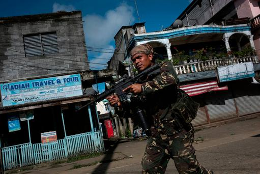 Filipino police special forces clear a street of armed militants in Marawi city, southern Philippines. Photo: Jes Aznar/Getty Images