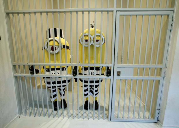 Minions Kevin and Stuart from the upcoming film, Despicable Me 3, were spotted escaping from jail this morning (Tuesday 30th May) and are believed to be on the run in Dublin.