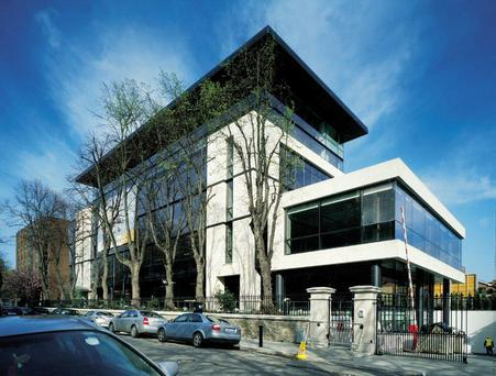 US company Theravance is renting ​6,000 sq ft at Connaught House on Burlington Road for €62.50 per sq ft ​(€672.74 per sq m)