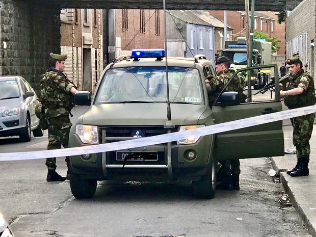 Bomb disposal squad arrives on scene (Picture: Adrian Weckler)