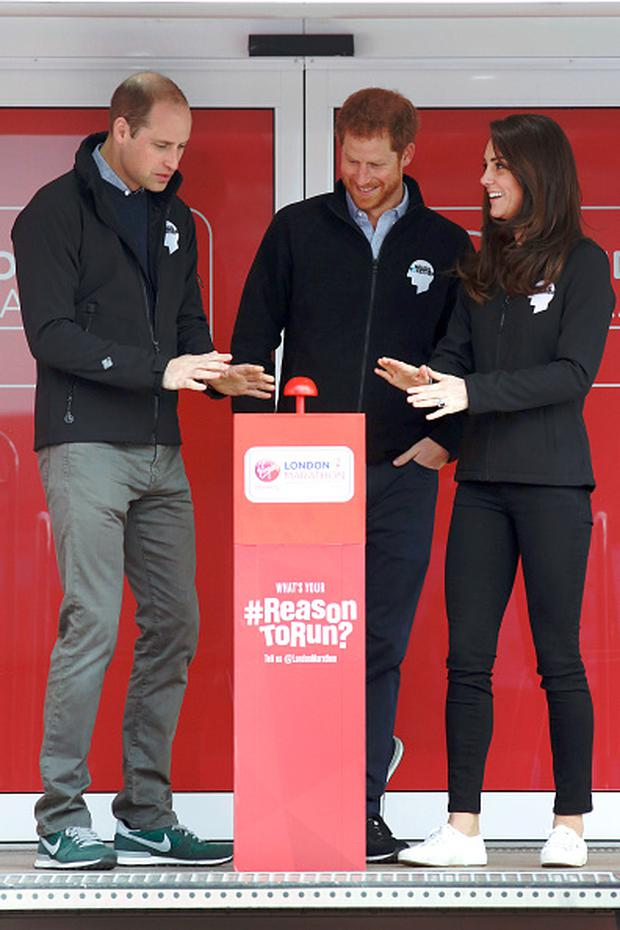 Britain's Prince William, Duke of Cambridge, Britain's Prince Harry and Britain's Catherine, Duchess of Cambridge officially start the 2017 London Marathon, in London on April 23, 2017. / AFP PHOTO / POOL / LUKE MACGREGOR (Photo credit should read LUKE MACGREGOR/AFP/Getty Images)