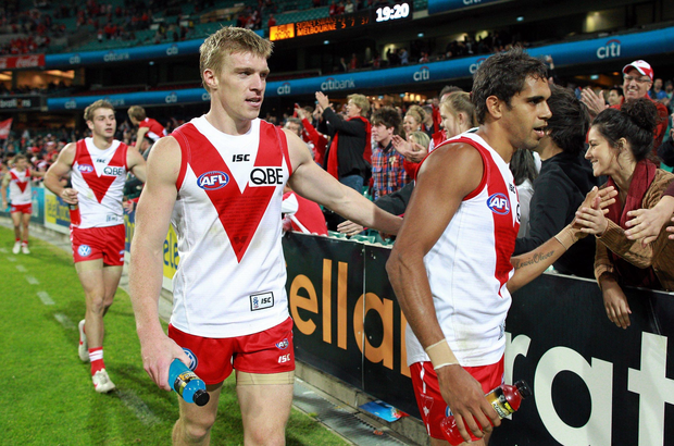 Tommy Walsh and Lewis Jetta, right, Sydney Swans after the game. AFL Round 8, Sydney Swans v Melbourne Demons, SCG, Sydney. Picture credit: Craig Golding / SPORTSFILE