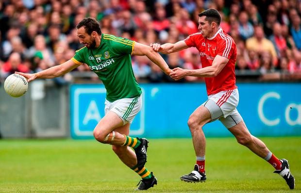 Meath's Graham Reilly tries to race away from Louth's John Bingham during yesterday's Leinster SFC clash. SPORTSFILE