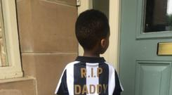Rafael Tiote wears a Newcastle United jersey in memory of his late father Cheick who passed on Monday. Credit - @Diamini98/Twitter