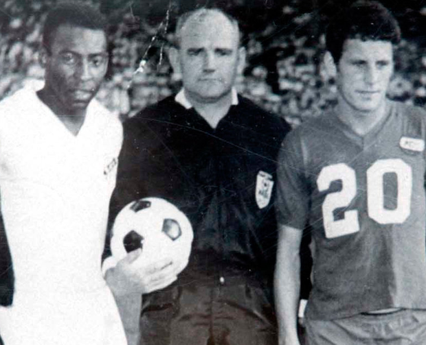 Eric Barber (r) of Kansas City Spurs with Santos' Pele during his time in the US. Photo: Gerry Mooney